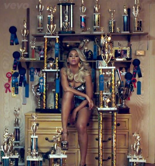 Beyonce_Pretty_Hurts_trophies